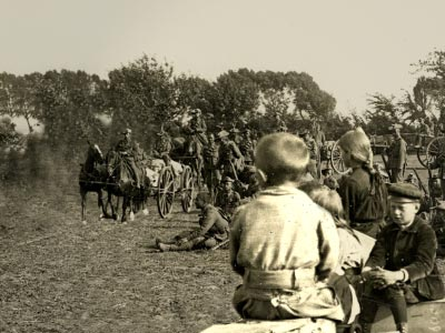 World War 1 - Mounted soldiers crossing